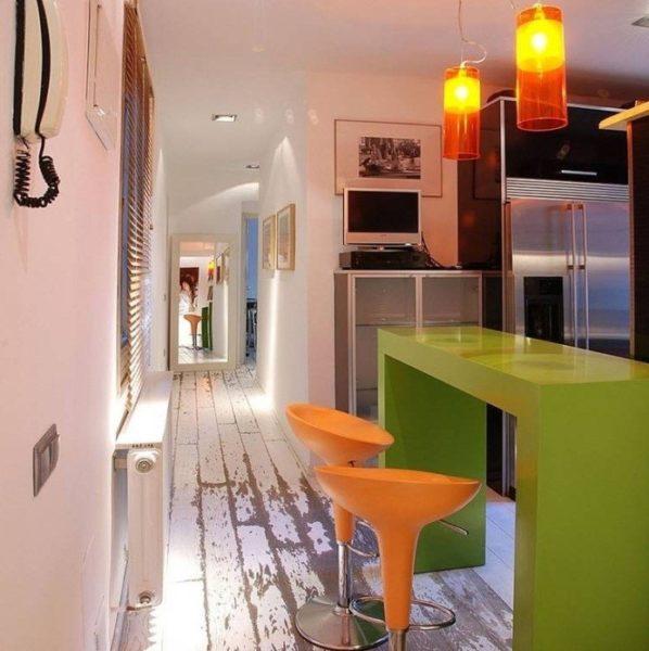 Совмещение кухни с коридором в доме