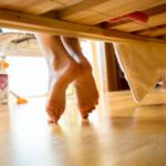 Напольное покрытие для спальни: как выбрать безопасный материал и правильно вписать его в интерьер