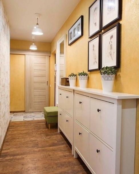 Ремонт узкого коридора в квартире с применением декоративной штукатурки
