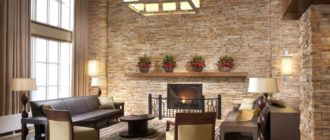Декоративная гипсовая плитка в интерьере дома со вторым светом