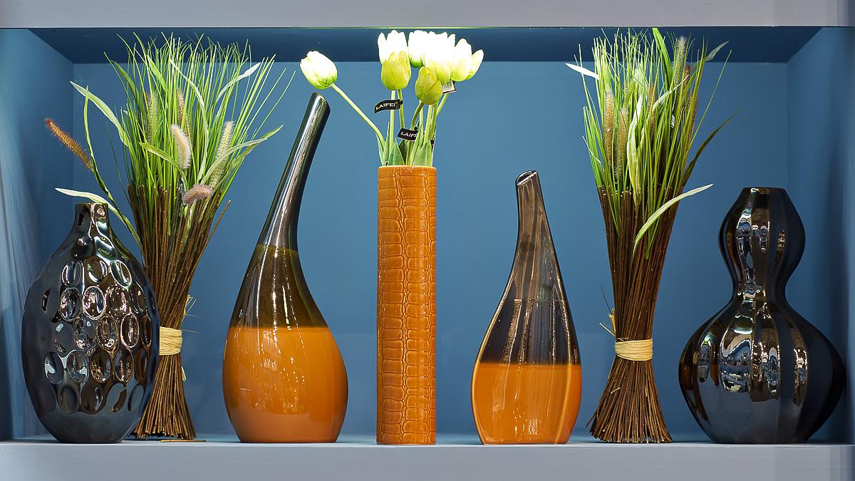 Дизайнерские вазы разного размера – отличный способ декора