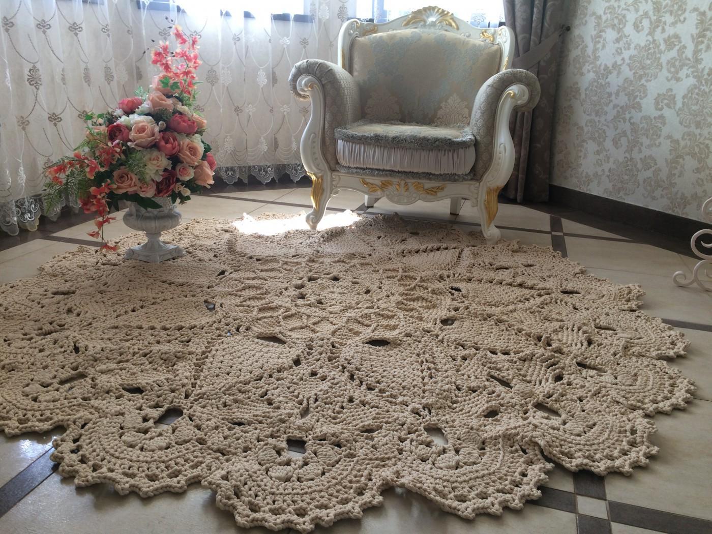 Оригинальный декор в виде вязаного ковра