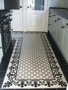 Имитация ковровой дорожки в узкой кухне